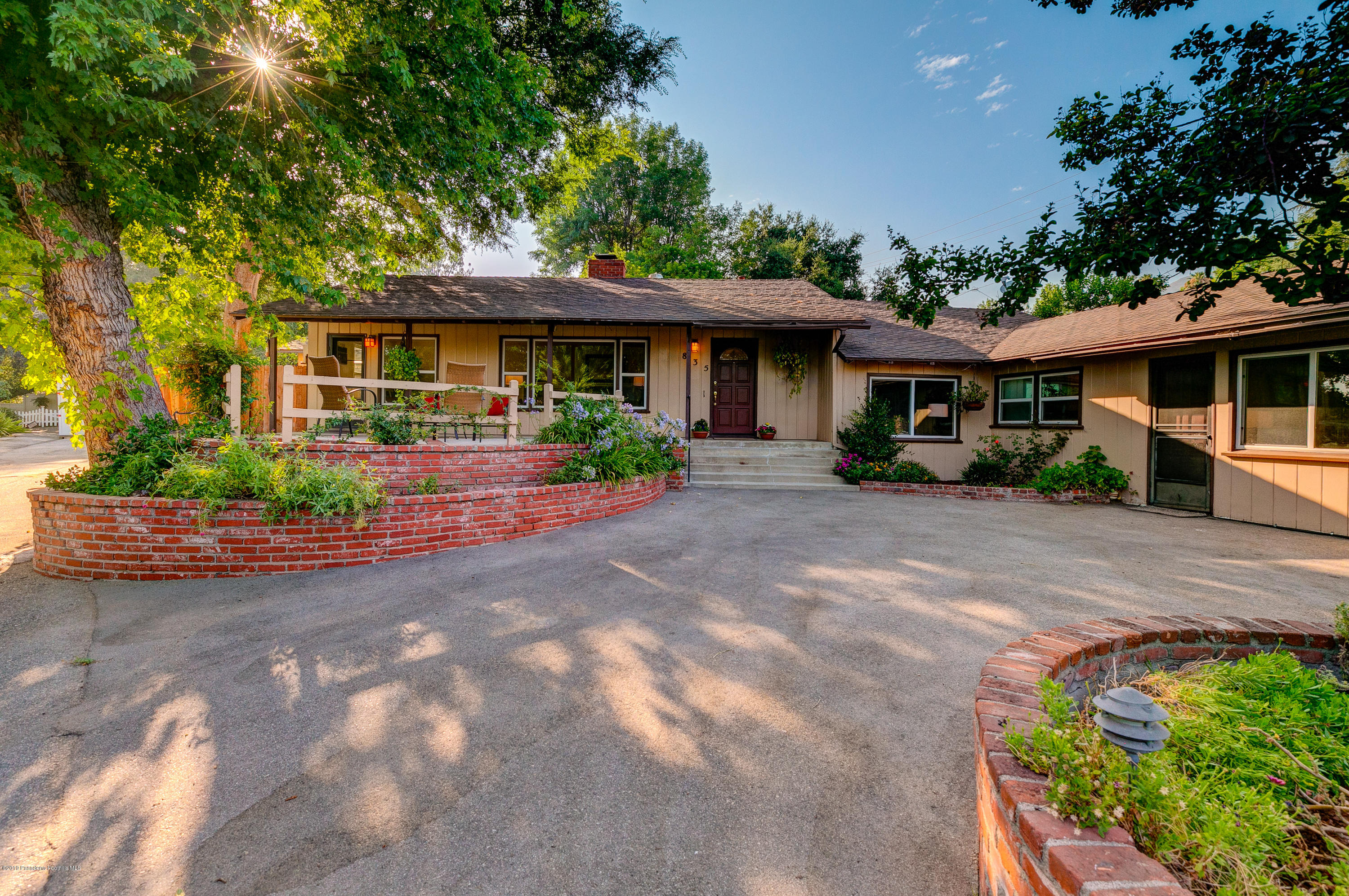 835 Old Landmark Lane, La Canada Flintridge, California