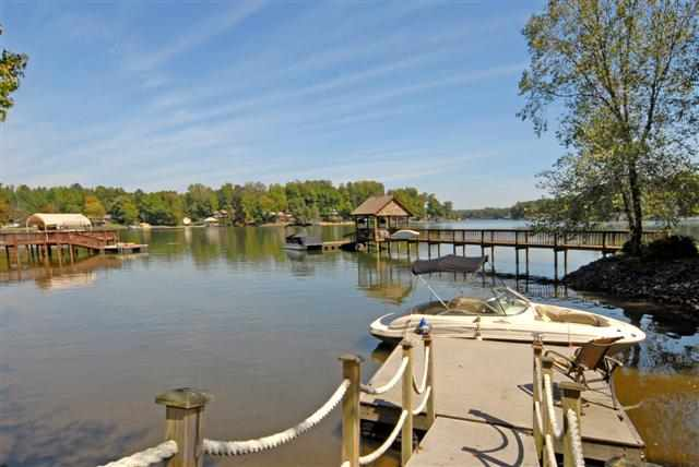 Single Family Home for Sale, ListingId:21051901, location: 2537 Beacon Crest Lane Lake Wylie 29710