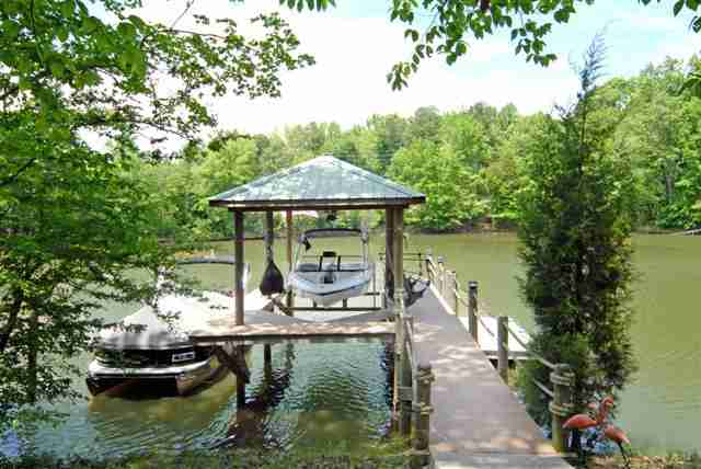 Single Family Home for Sale, ListingId:21168932, location: 944 Thorn Ridge Lane Lake Wylie 29710