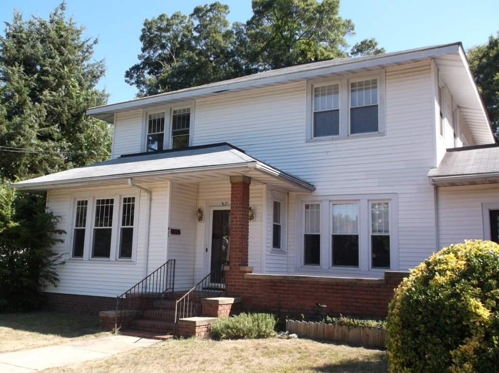 Single Family Home for Sale, ListingId:36267474, location: 621 E Main Rock Hill 29730