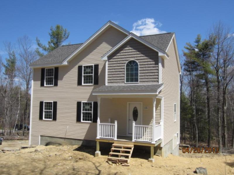 101 Old Center Rd N, Deerfield, NH 03037