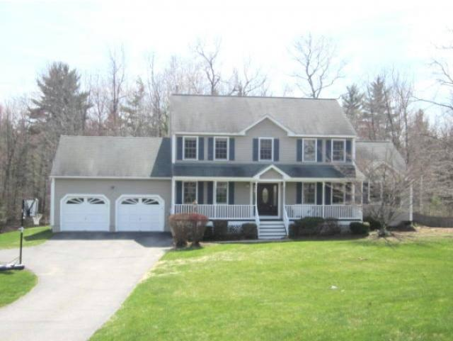 33 Woodbine Dr, Londonderry, NH 03053