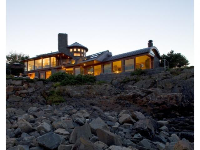 18 Bald Head Cliff Rd, Cape Neddick, ME 03902