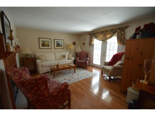 96 Winterwood Dr, Londonderry, NH 03053