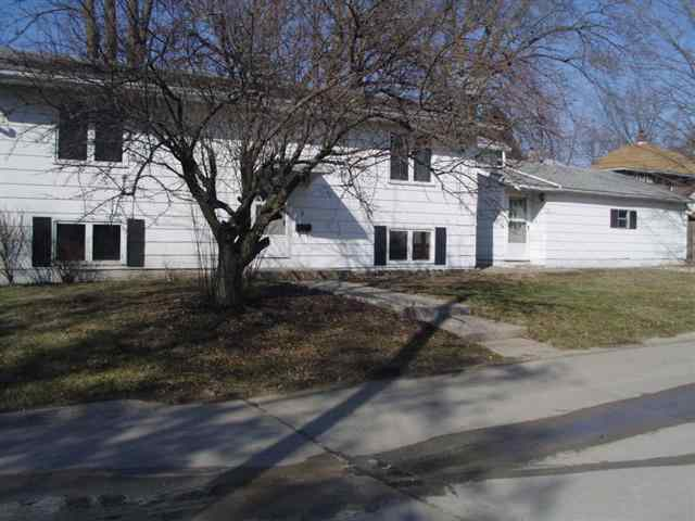 1190 24th St, Moline, IL 61265