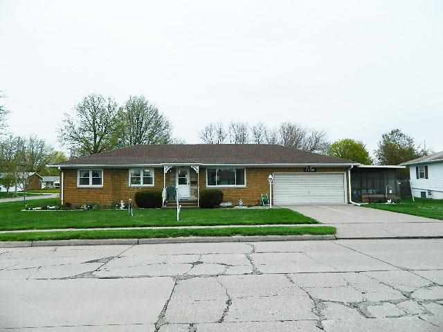 1736 W 36th St, Davenport, IA 52806