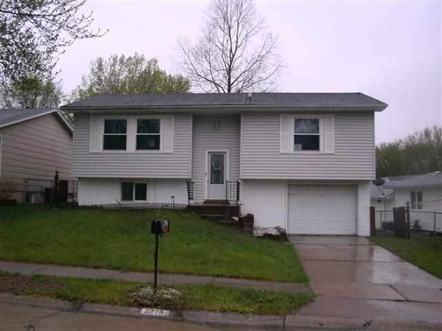 2715 W 59th St, Davenport, IA 52806