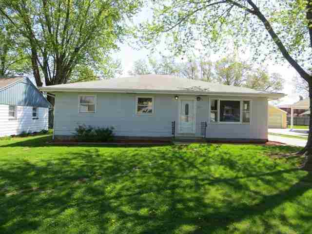 1017 11th St, Silvis, IL 61282