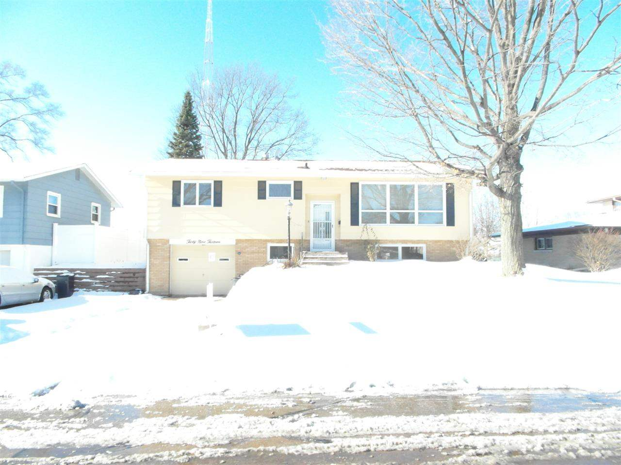 Rental Homes for Rent, ListingId:25759158, location: 3913 1ST Street East Moline 61244