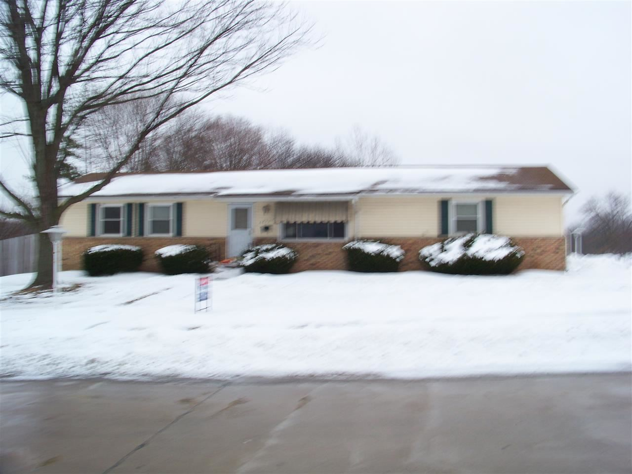 Rental Homes for Rent, ListingId:26467459, location: 3827 N THORNWOOD Davenport 52806