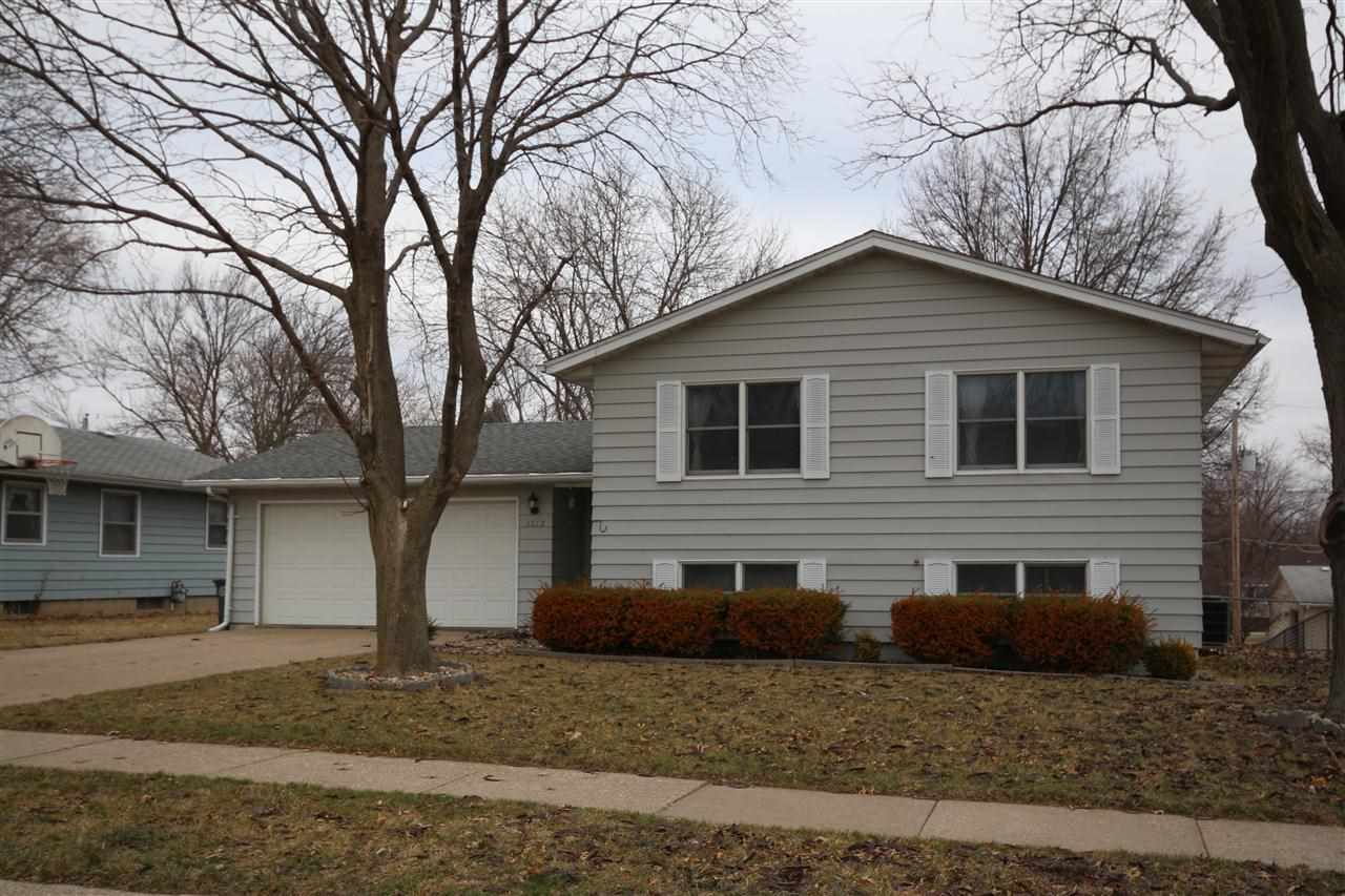 Rental Homes for Rent, ListingId:27165503, location: 3212 DUNDEE Bettendorf 52722
