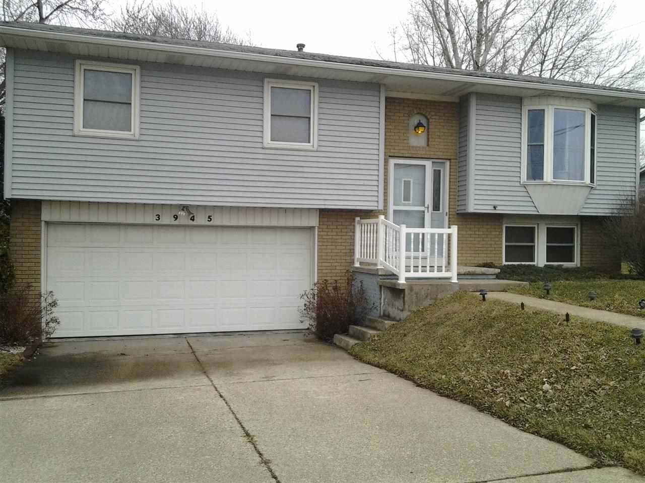 Rental Homes for Rent, ListingId:27654497, location: 3945 UTICA RIDGE Bettendorf 52722