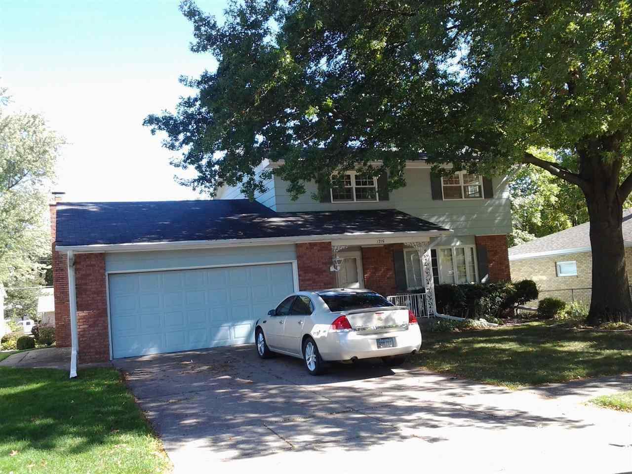 Rental Homes for Rent, ListingId:29208655, location: 1715 VALLEY VISTA Bettendorf 52722