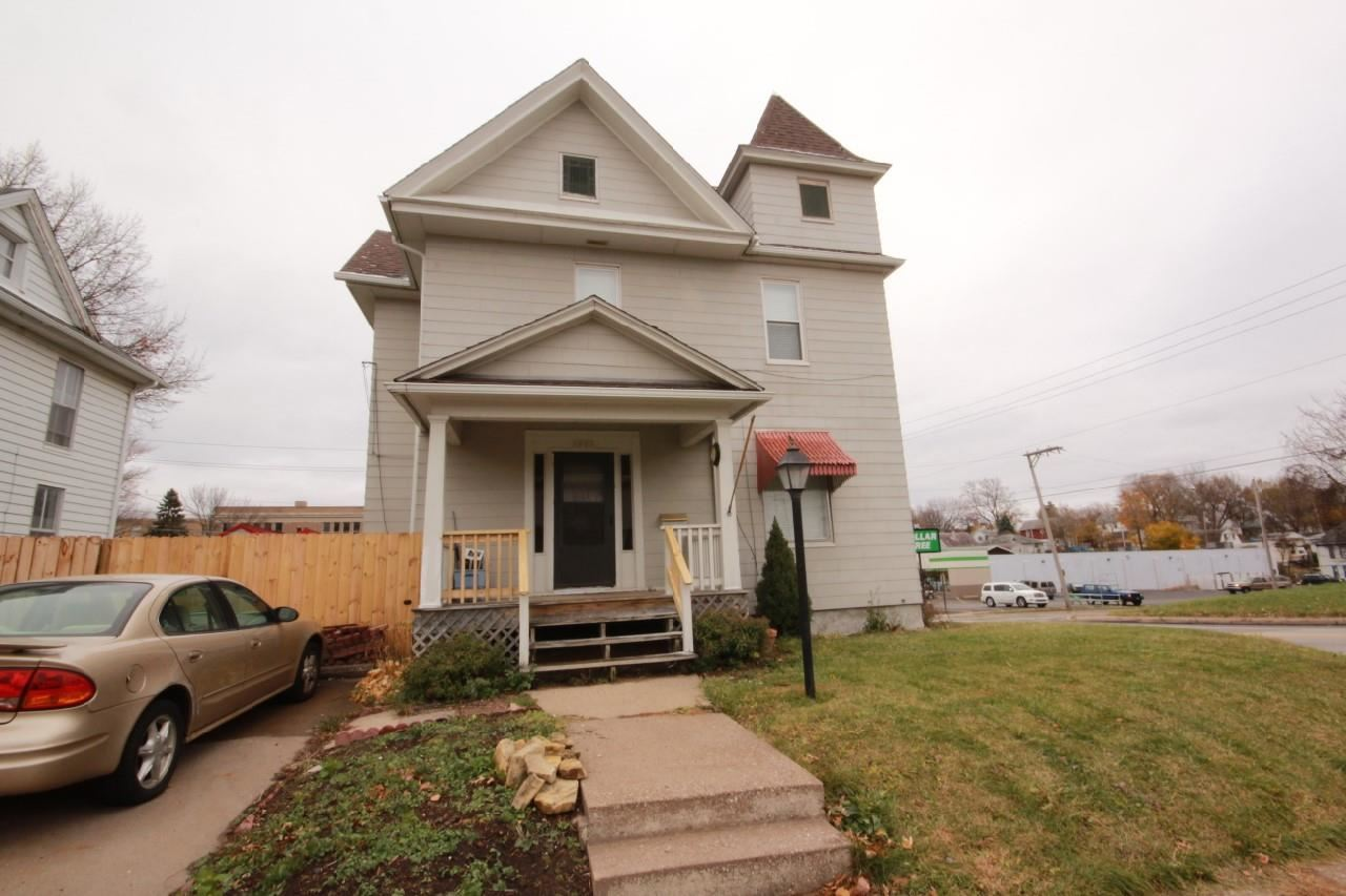 Rental Homes for Rent, ListingId:30706174, location: 1903 COLLEGE Avenue Davenport 52803