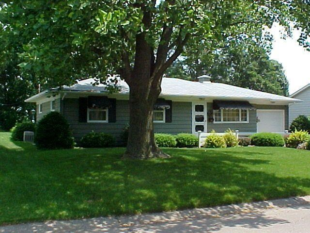 Rental Homes for Rent, ListingId:31411667, location: 1921 FAIRMEADOWS Bettendorf 52722
