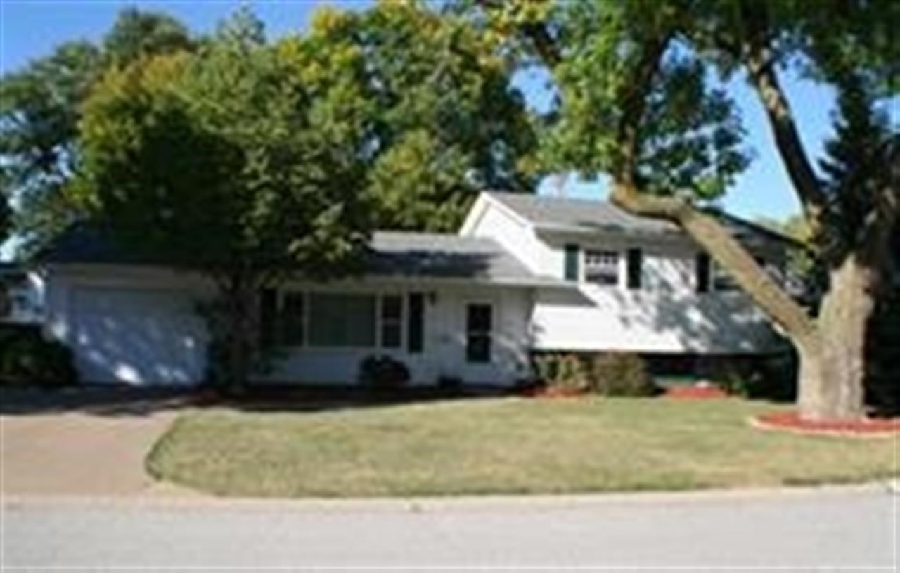 Rental Homes for Rent, ListingId:32926642, location: 1609 PARKWAY Drive Bettendorf 52722