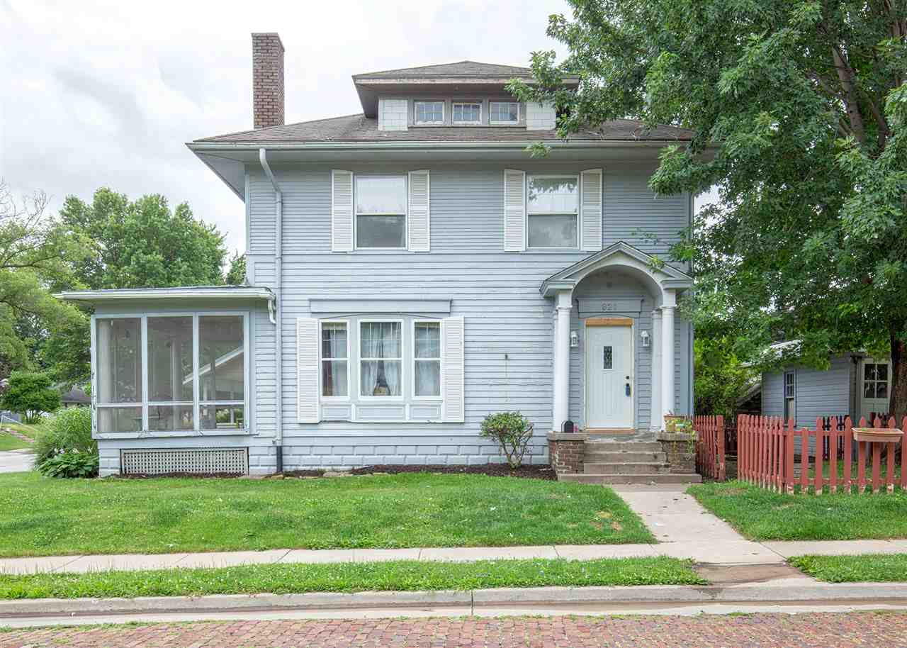 Photo of 921 E HIGH Street  Davenport  IA