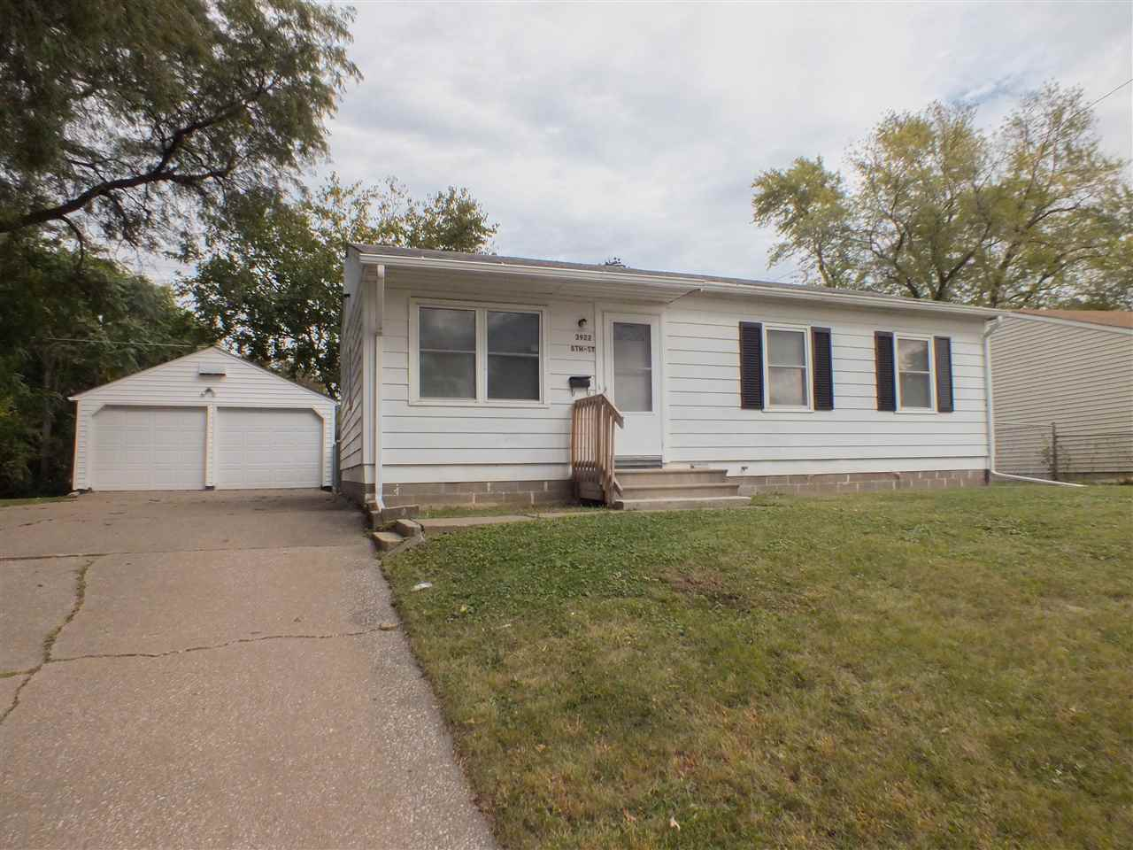 3922 8th St, East Moline, IL 61244