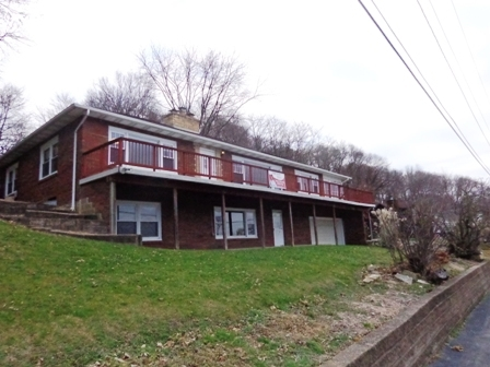 18950 Great River Rd, Le Claire, IA 52753