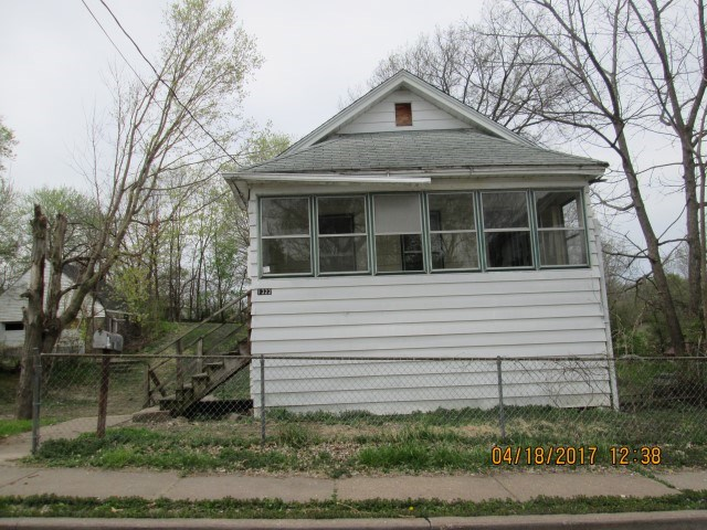 Photo of 1322  SPRING Street  Davenport  IA
