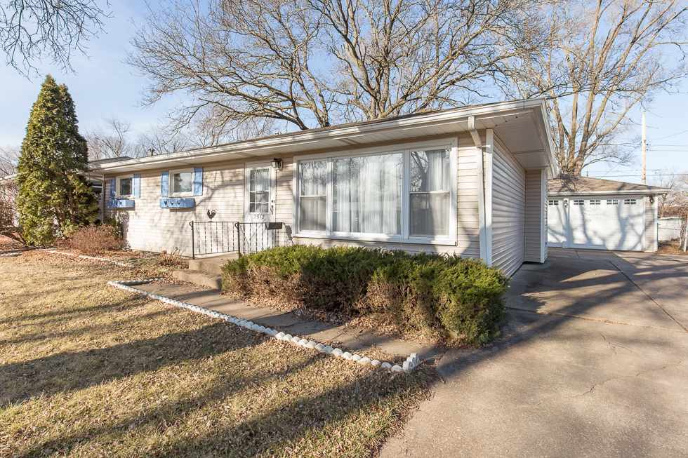 Photo of 2512  CRESTVIEW Drive  Bettendorf  IA