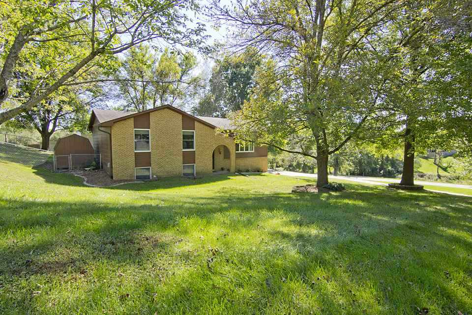 21619 MCCARTY CREEK Drive Le Claire, IA 52753