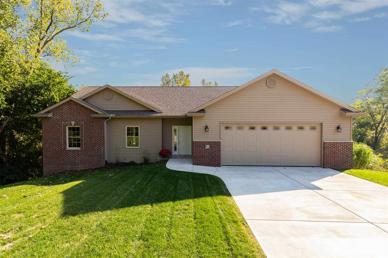 22 MUSKET Court Le Claire, IA 52753