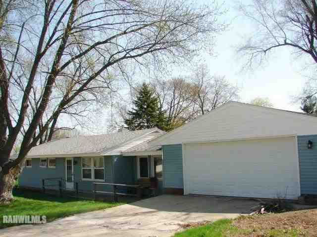 1435 Winter Dr, Freeport, IL 61032