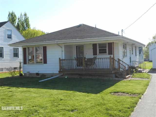712 Maple St, Lena, IL 61048