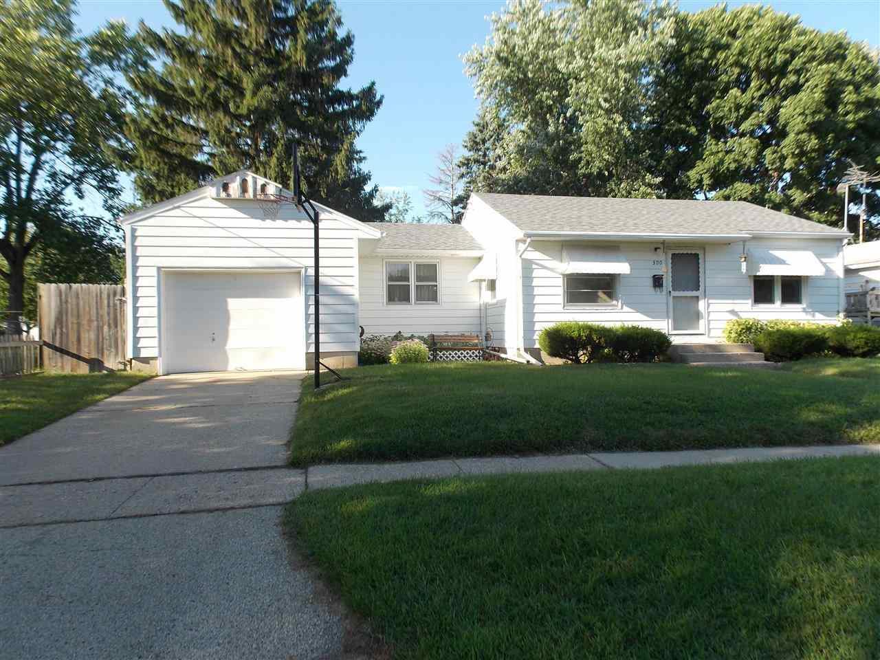 300 Renrose Ave, Loves Park, IL 61111