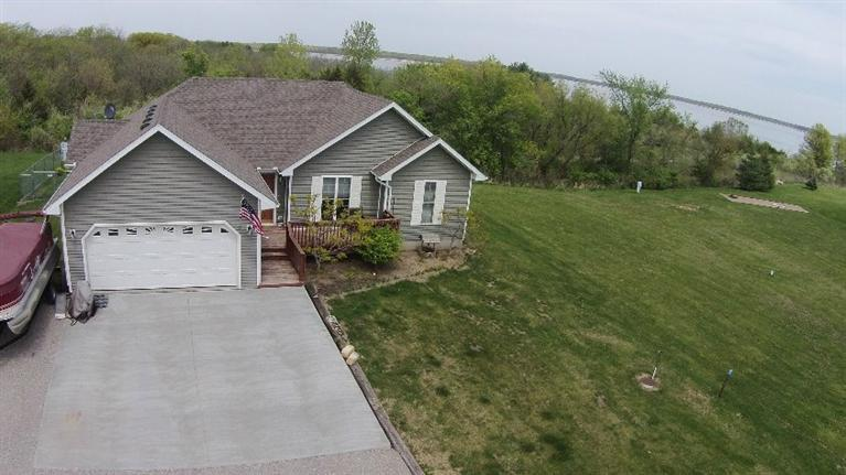 14518 Valley View Dr, Mystic, IA 52574