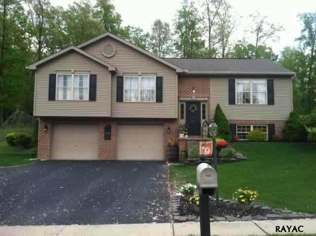 1815 Pin Oak Dr, Spring Grove, PA 17362