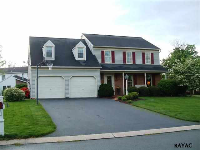 105 James Dr, York, PA 17404