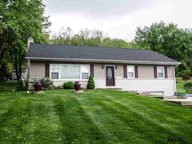 2654 Seven Valleys Rd, Seven Valleys, PA 17360