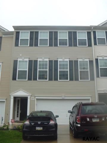 2258 Golden Eagle Dr, York, PA 17408