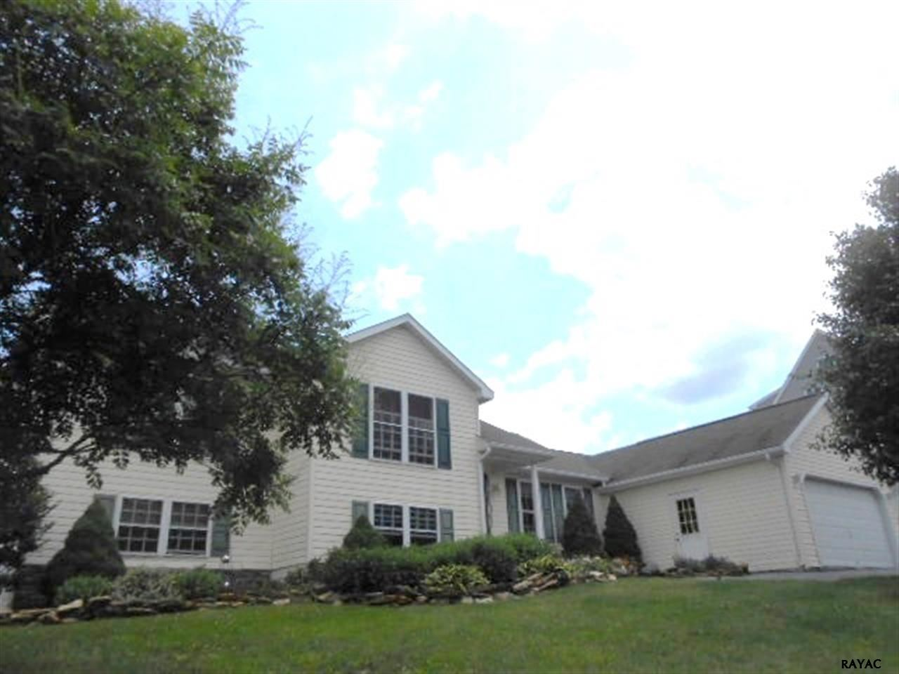 18 Burns Rd, Spring Grove, PA 17362