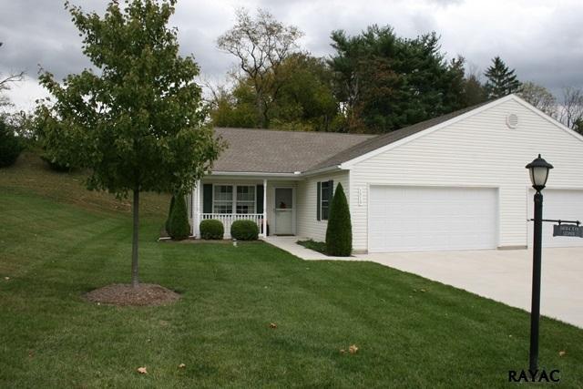 1319 Village Dr, Spring Grove, PA 17362