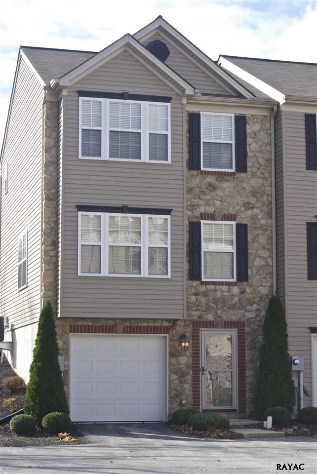 38 Buttonwood Ln, York, PA 17406