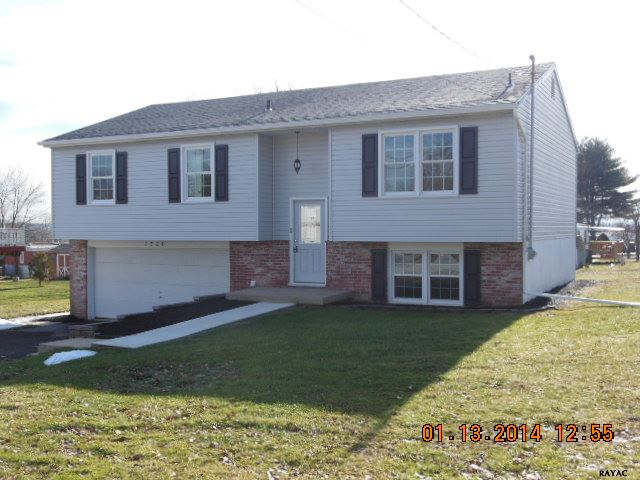 2220 Greenbriar Rd, York, PA 17404