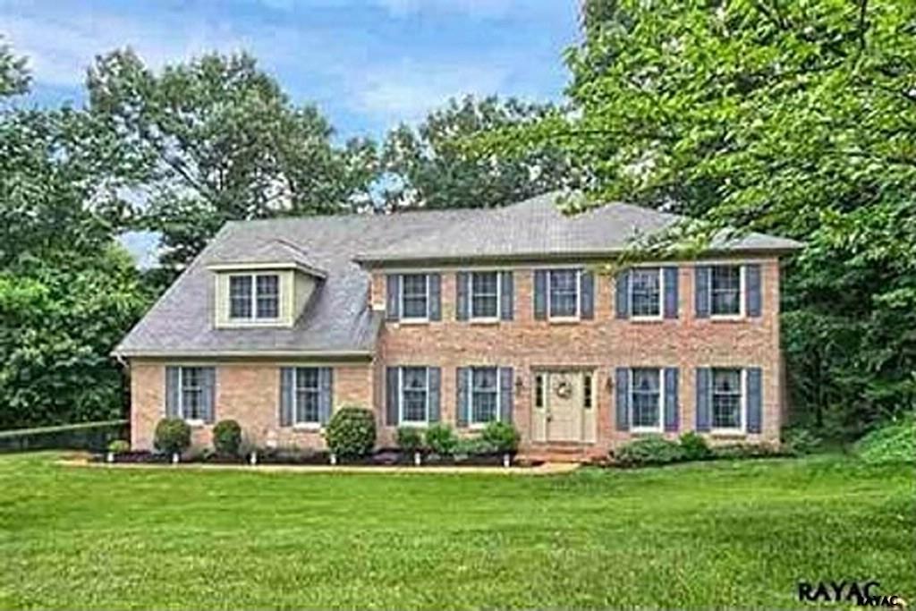 4495 Estate Dr, York, PA 17408