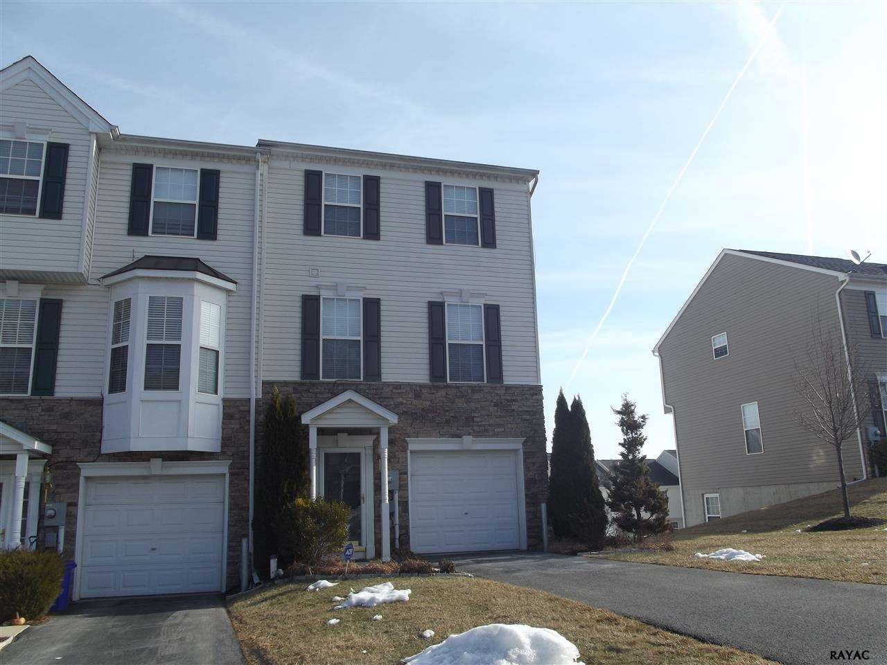 243 Bruaw Dr, York, PA 17406