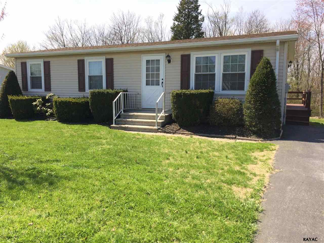 73 E Locust Ln, New Oxford, PA 17350
