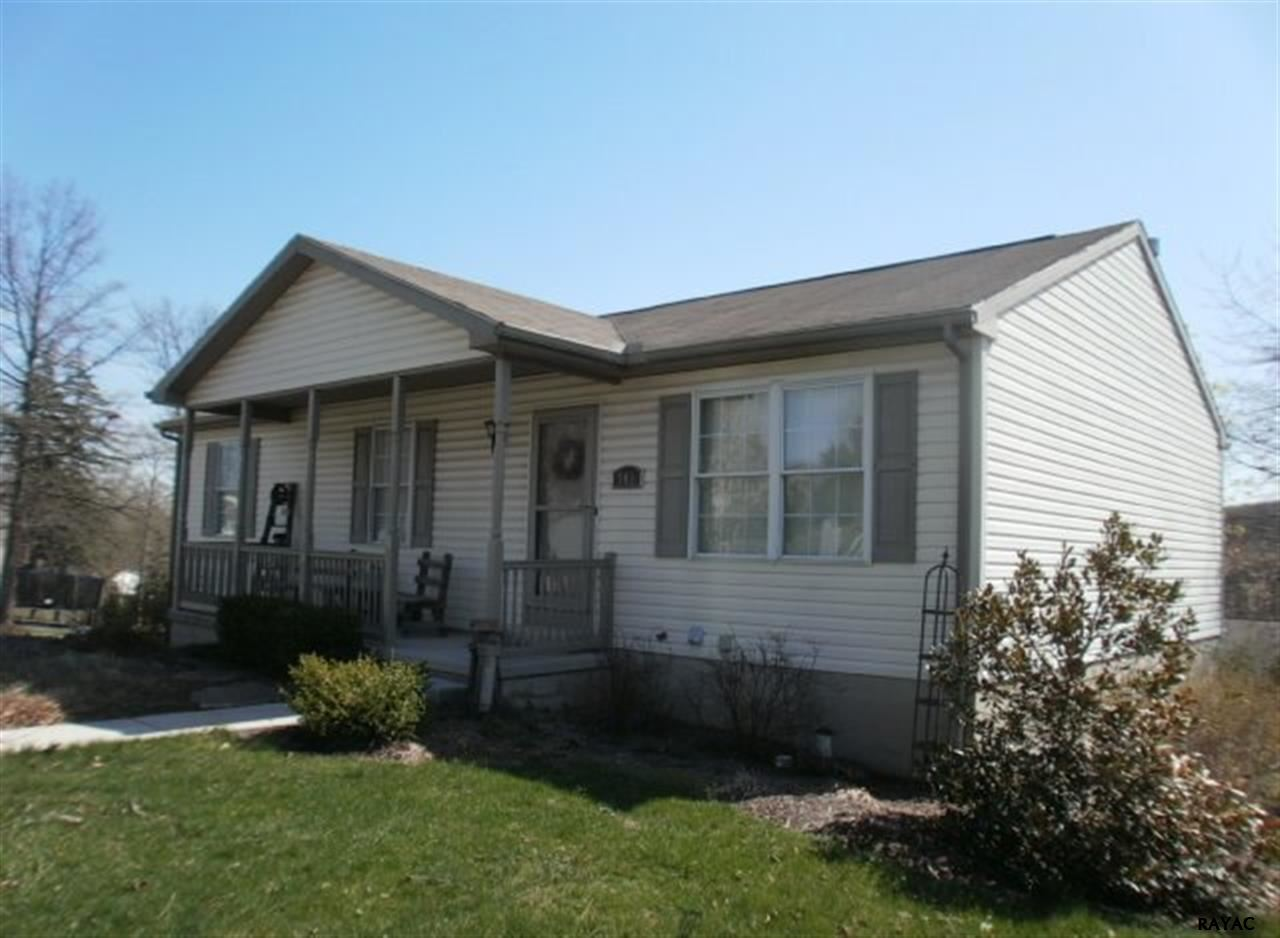 101 Boxwood Rd, Manchester, PA 17345