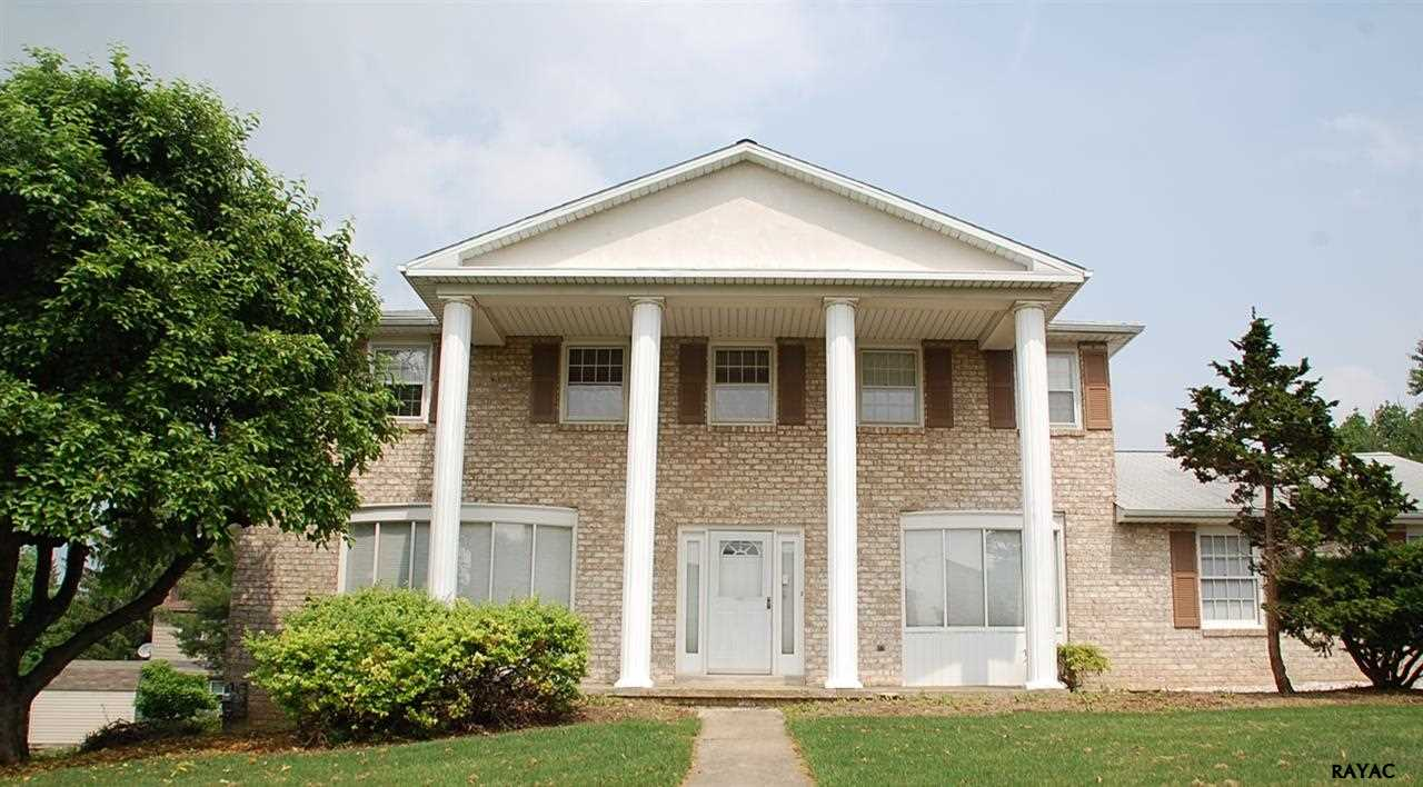 925 Hickory Hill Ln, York, PA 17402