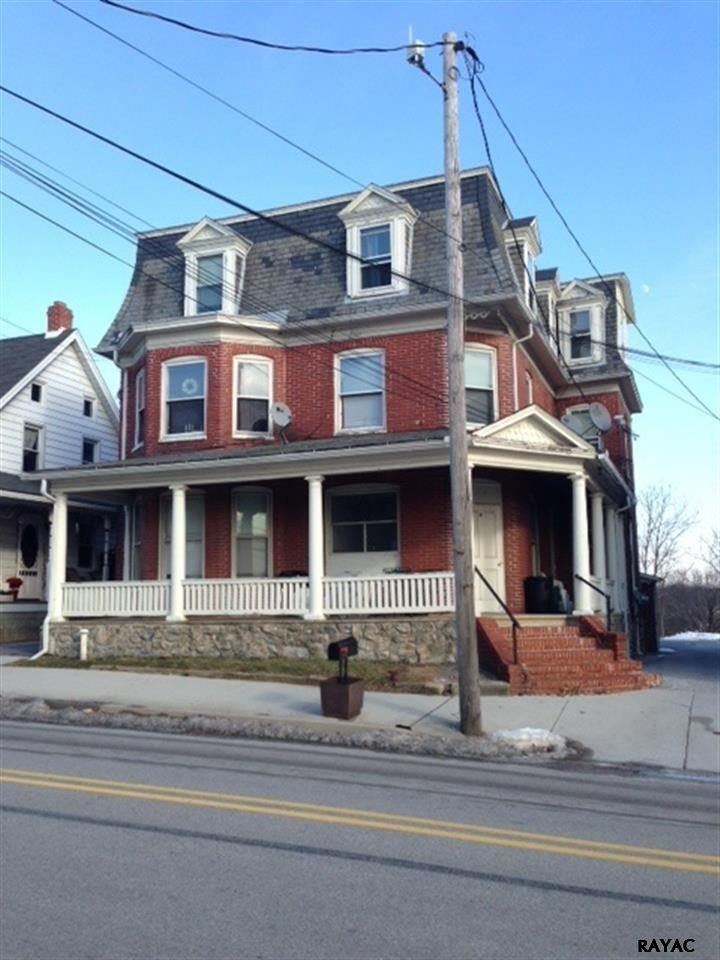 19 N Main St, Stewartstown, PA 17363