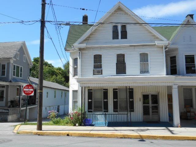 126 W Main St, Windsor, PA 17366