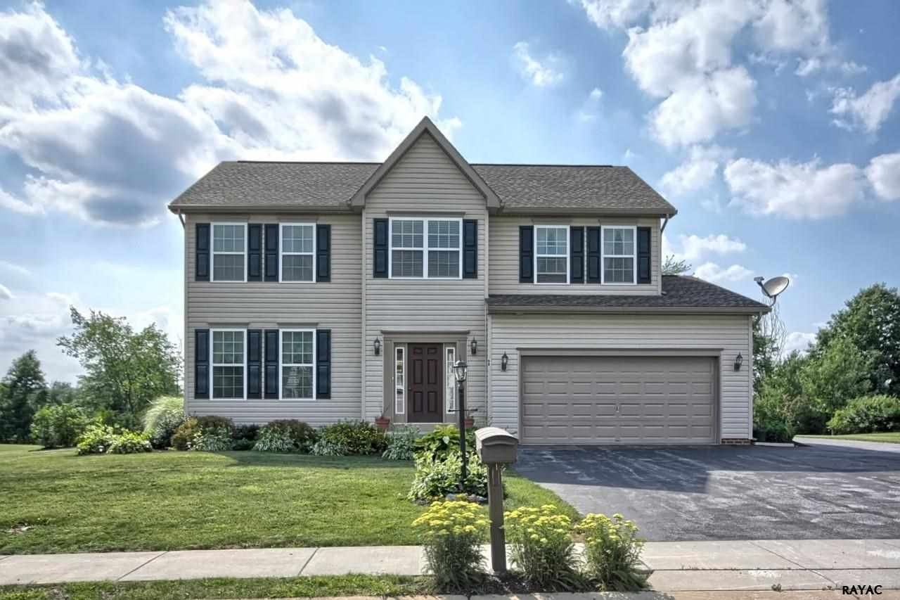 68 Green Tree Dr, New Oxford, PA 17350