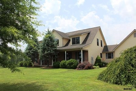 5532 Peaceful Oak Dr, Waynesboro, PA 17268