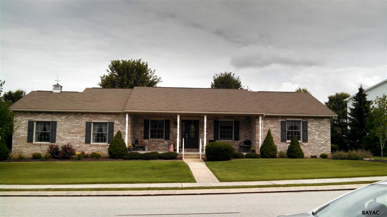 14 Wheaton Dr, Littlestown, PA 17340