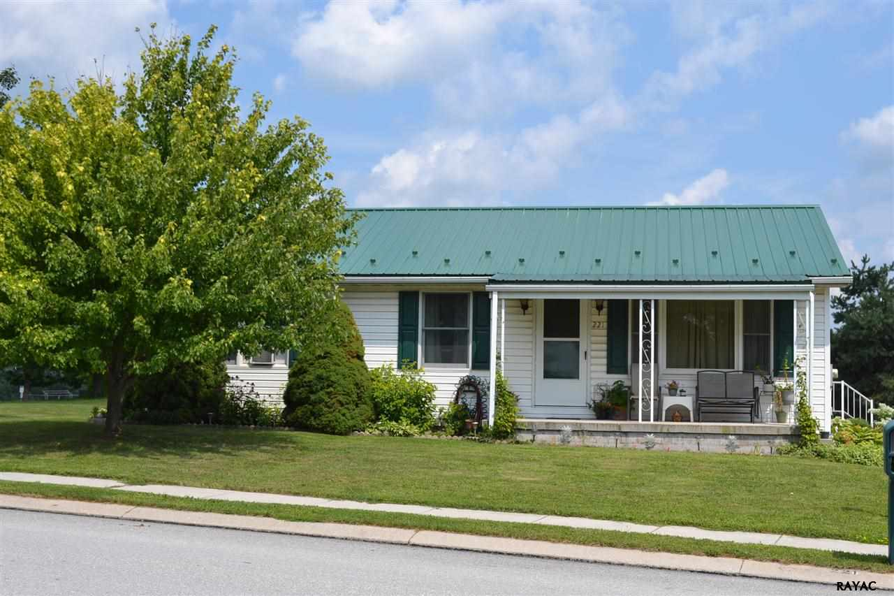 221 Billerbeck St, New Oxford, PA 17350